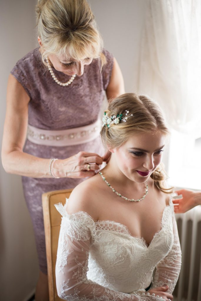 Getting Ready: Die Braut bei den Vorbereitungen
