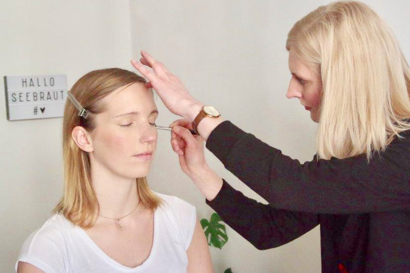 Beim Braut Make-up in Hamburg
